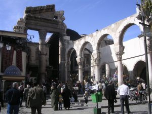Arches romaines du Temple de Jupiter, Dams (c) LUISVASSY, Wikipédia